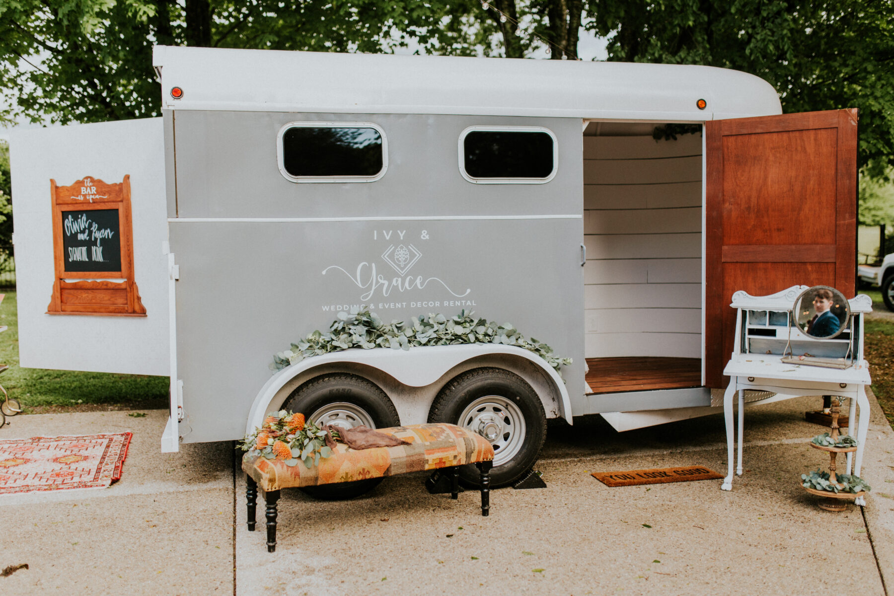 Wedding photo booth: Stunning Fall Styled Shoot at Promise Manor featured on Nashville Bride Guide