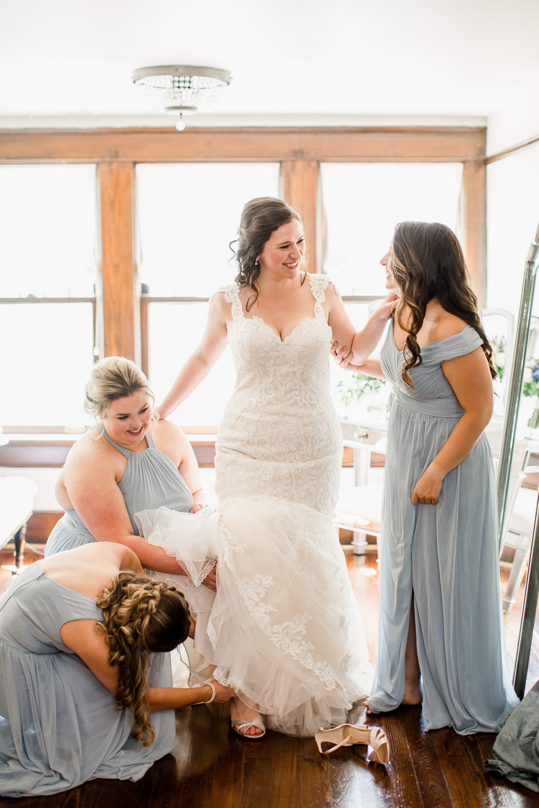 Bridal party getting ready photo ideas   Nashville Bride Guide