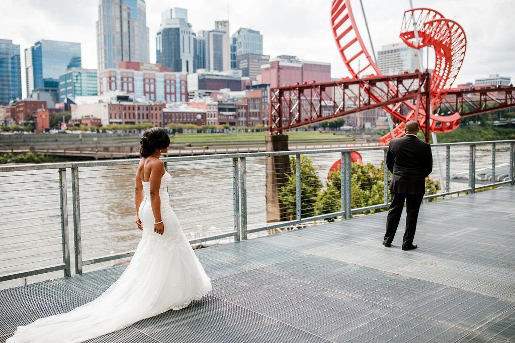 Nashville wedding first look | Nashville Bride Guide
