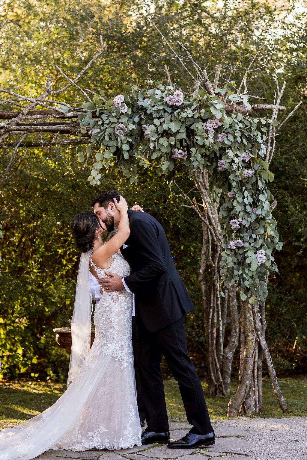 Outdoor Meadow Hill Farm wedding ceremony   Nashville Bride Guide