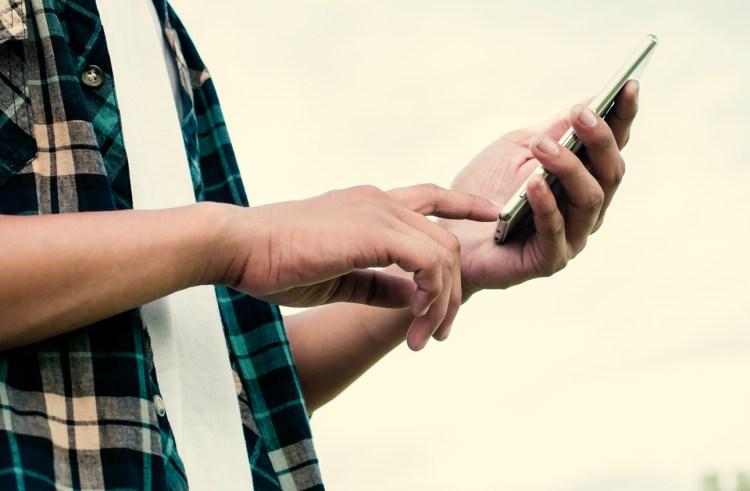 How to Create Healthy Boundaries on Social Media