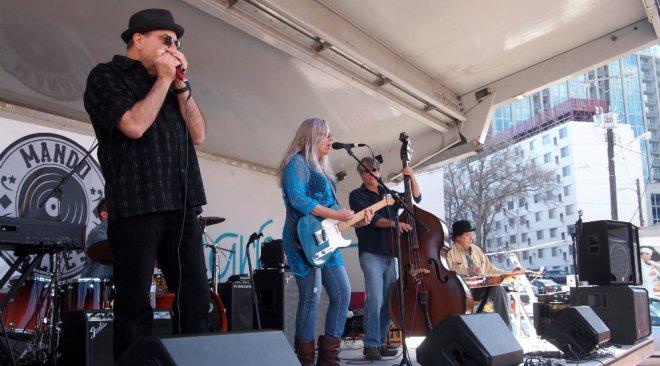 Amy Hart Mando Blues Soulshine Nashville Fringe Festival 01