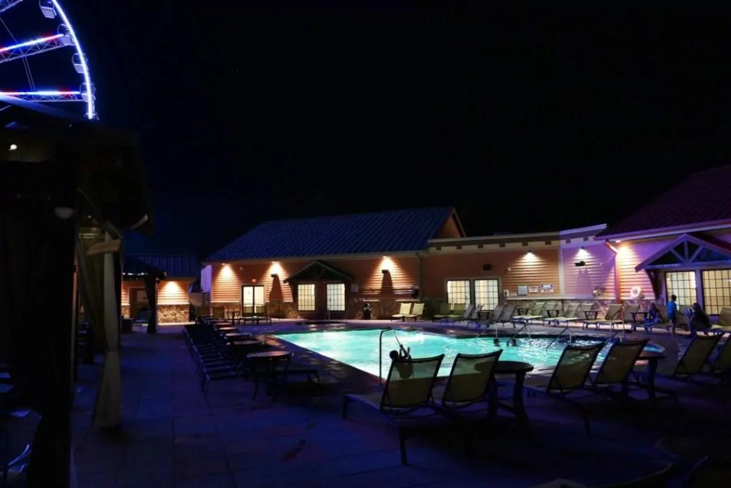 Margaritaville Island Hotel Pigeon Forge - pool at night