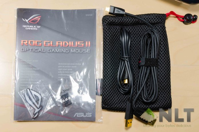 ASUS ROG Gladius II USB cable and pouch