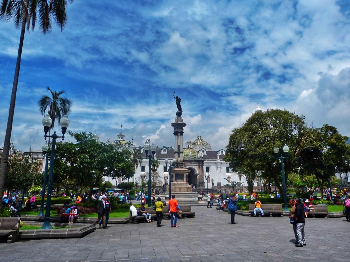 Plaza de la Independencia - Plaza Grande Quito Ecuador,dünyanın ortası ekvator, quito'da gezilecek yerler, güney amerika gezi planı, ekvador gezi rehberi, dünyanın ortası neresi, güney amerika gezilecek yerler,  quito gezi rehberi, nasil gezdim, güney amerika gezi planı