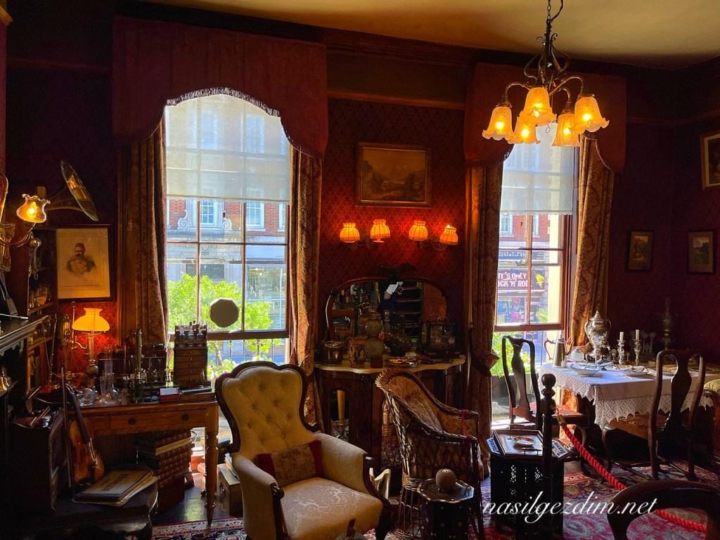 sherlock holmes müzesi, sherlock holmes müzesi gezi notları, 221b baker sokağı, londra'nın en iyi müzeleri, sherlock holmes evi