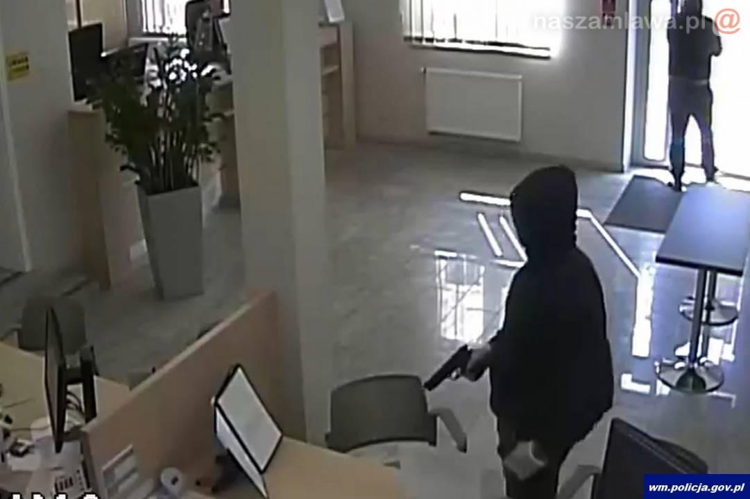 Olsztyn. Napad na bank z bronią w ręku. Jeden napastników zginął