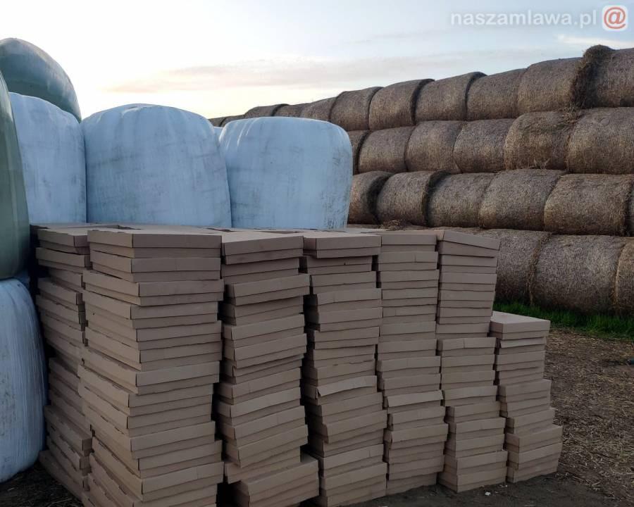 Nielegalny towar za belami sianokiszonki w gminie Szydłowo