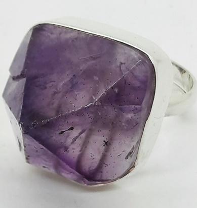 ametystowy pierścionek