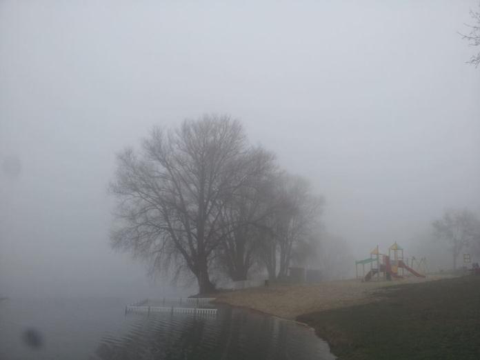Mgła na Plaży Miejskiej w Śremie