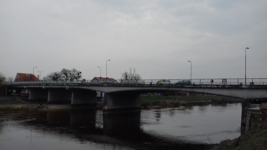 Rzeka Warta oraz most w Śremie