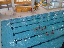 Występ UKS Szóstka oraz UKS Wanda podczas oficjalnego otwarcia basenu w Śremie