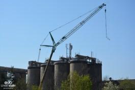 Odlewnia Żeliwa Śrem wyburza silosy, jeden z symboli miasta (foto. Szymon Mądry www.szymonmadry.pl)