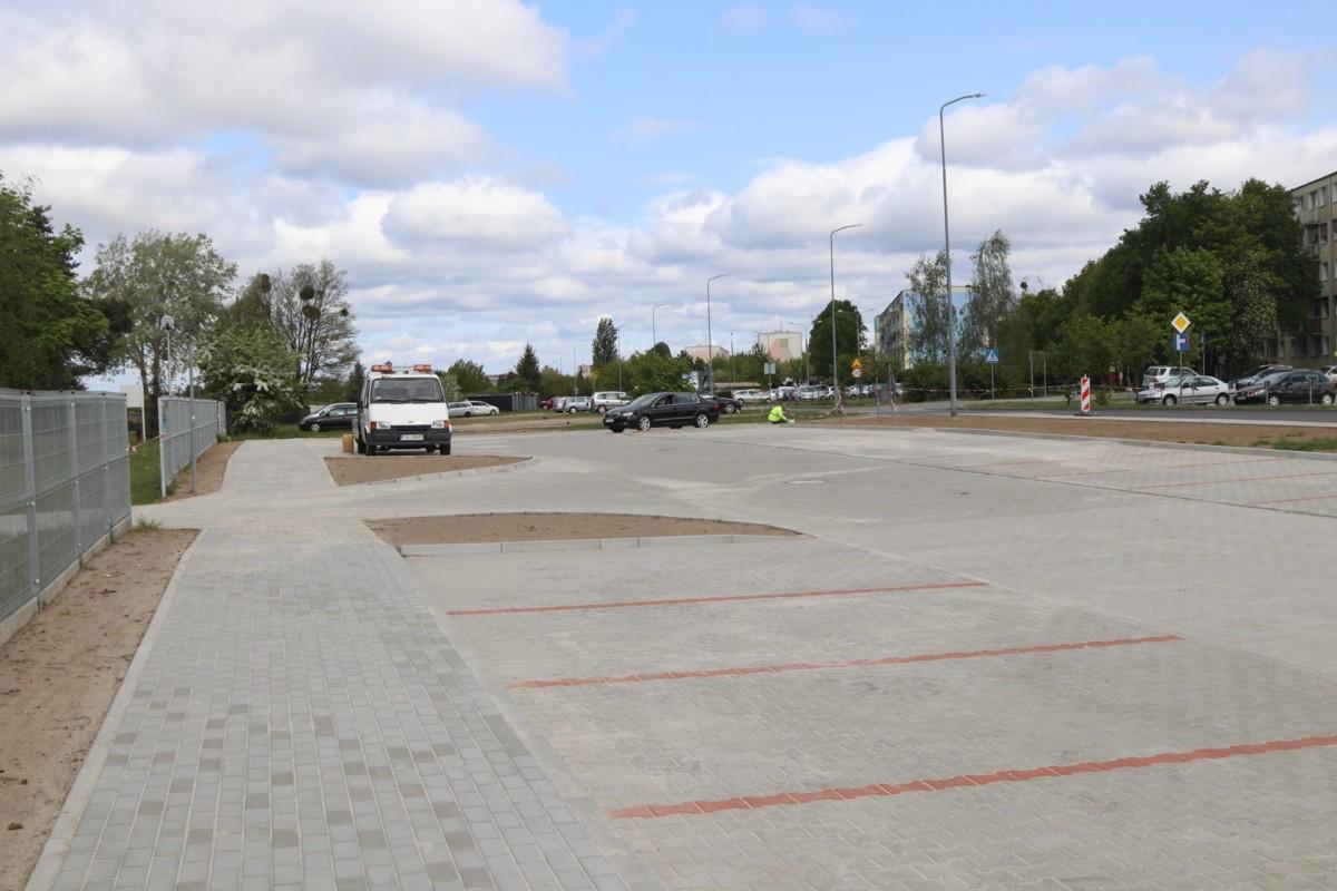 Odnowiony parking przed wejściem na Plażę Miejską w Śremie