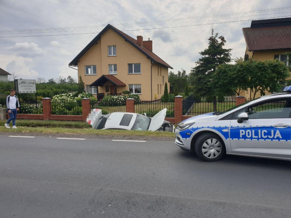 Borgowo: Zderzenie na trasie Śrem – Dolsk, samochód wylądował w rowie