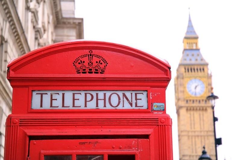 Jak łatwo i tanio przesłać pieniądze do UK?