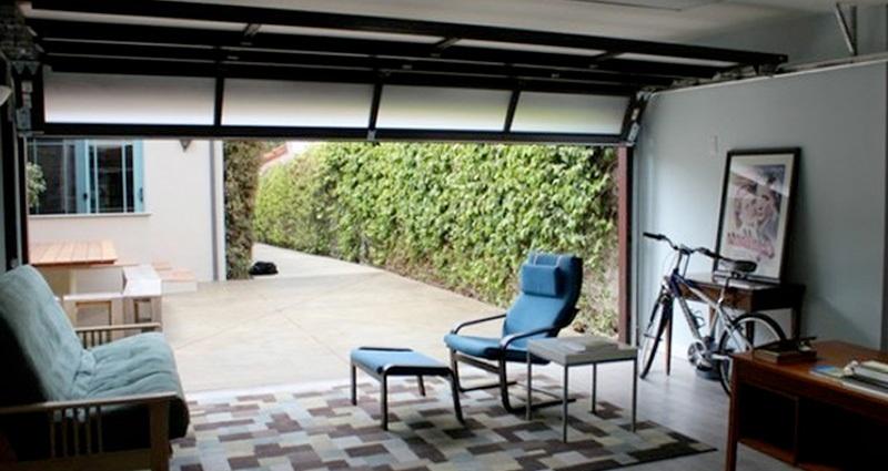 un bureau dans un garage