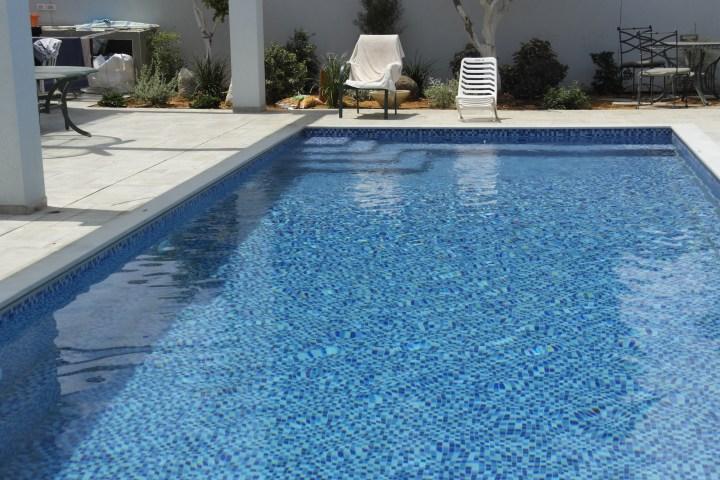 נטף בריכות שחייה ומערכות מים