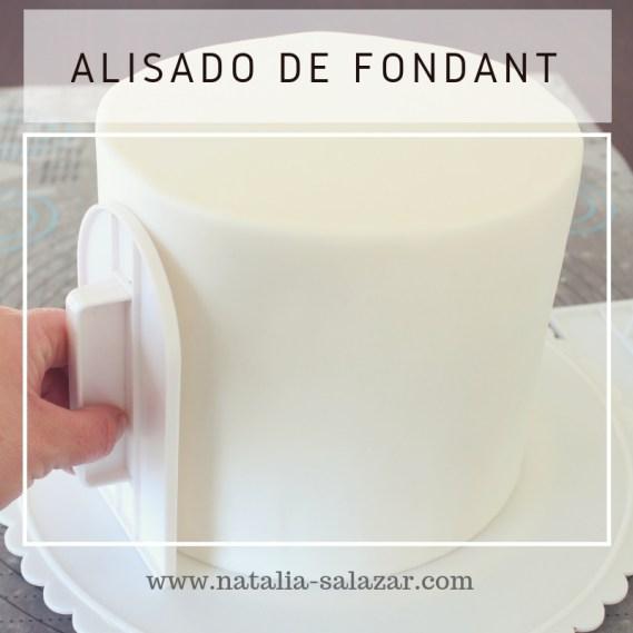Clase 5: Cobertura de torta con fondant. Técnica de bordes lisos y alisado.