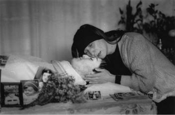 """""""El dolor de una madre"""" 1995 Serie: Georgia. Fotografía blanco y negro"""