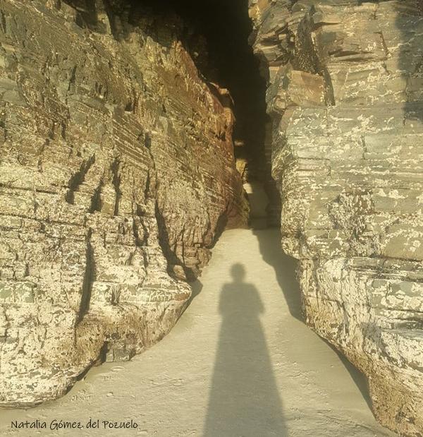 playa de las catedrales sombra natalia gómez del pozuelo