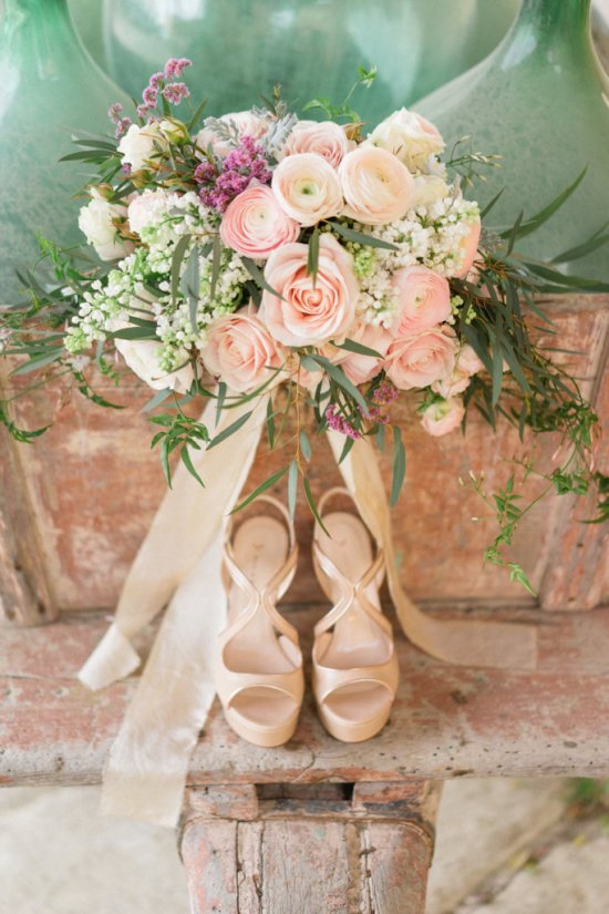 Bouquet and heels in Tuscany