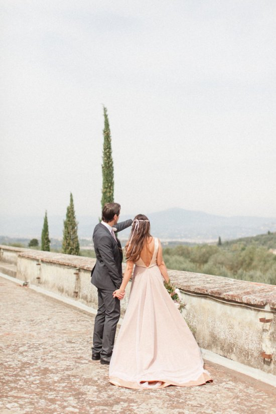 The picturesque garden settings of this venue and terrace with its spectacular view of the city of Florence makes it a unique spot to hold a sophisticated wedding in Tuscany