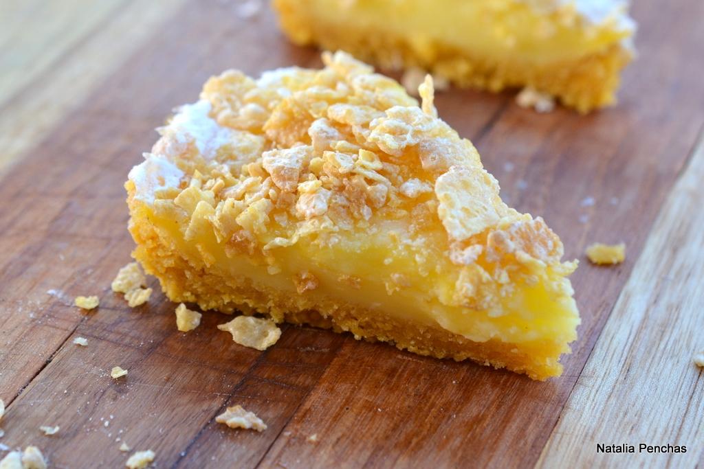 Pie de limón con copos de maíz azucarados
