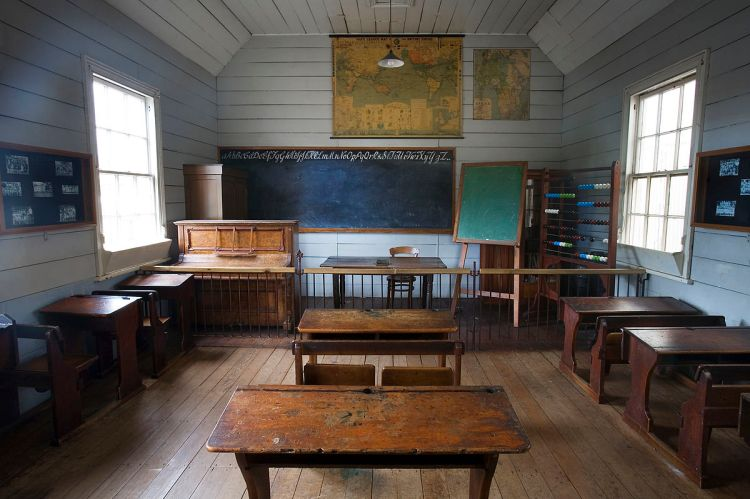 "Royan, Jorge. ""19th century classroom, Auckland,"" 2006; Courtesy of Wikimedia Commons"