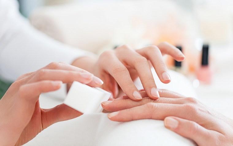 Stocksy-Manicure-Lumina