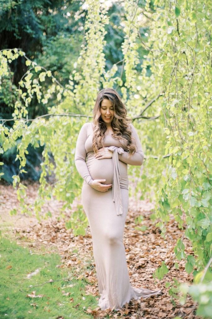 Seattle, WA maternity photos at Washington Park Arboretum by Blue Rose Photography