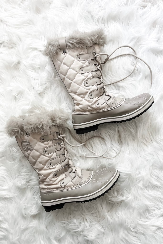 Best Shoes for Winter Weather -- Sorel Joan of Arctic Boots