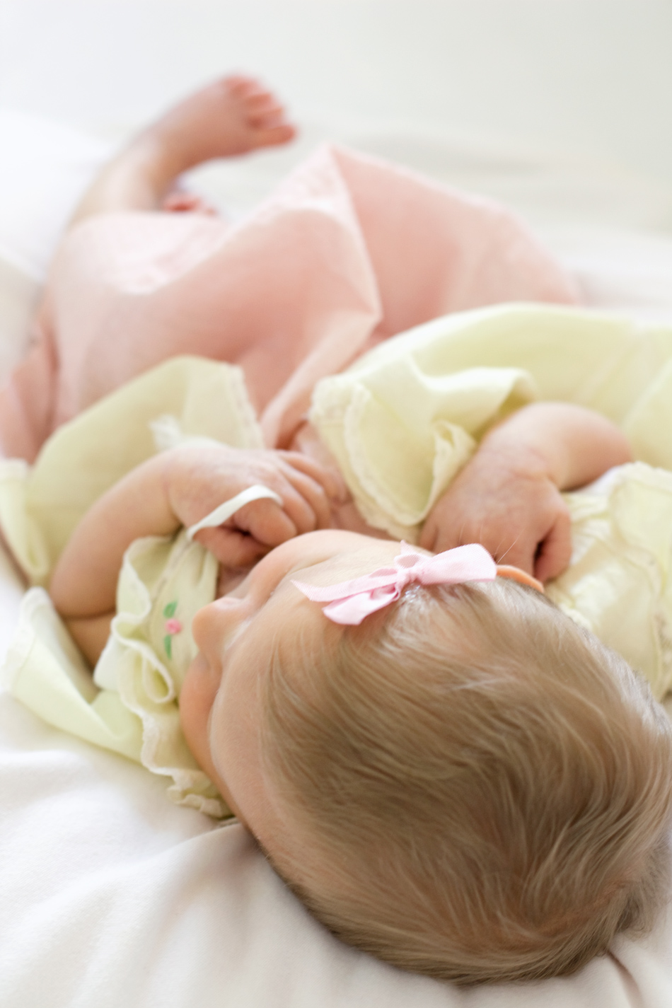 nataliemalan-newborn-hair-vintage-dress-baby-bow-diy