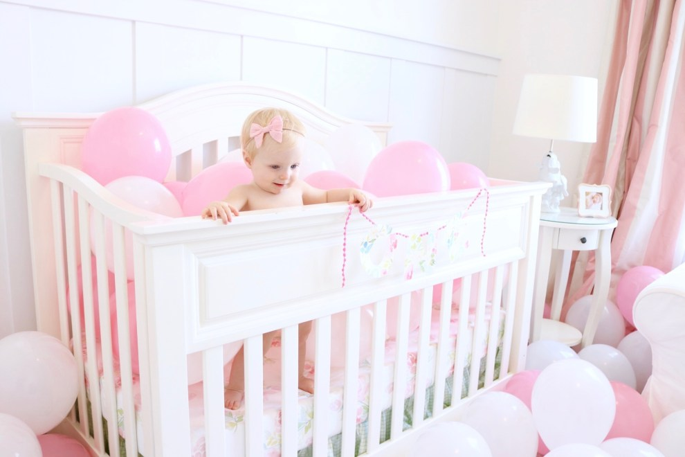 nataliemalan-one-first-birthday-garland-ideas-balloons-nursery-watercolor-2