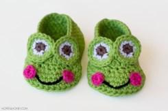 crochet-frog-slippers