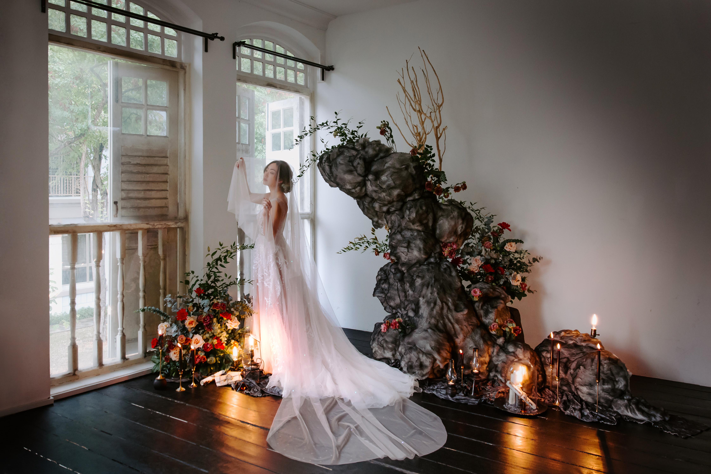 styled shoot, styled shoot singapore, dark romance, sipei goh, christine chia makeup, wulala, angveilyu, juilletofficial, liz florals, wedding photographer singapore, wedding photography singapore, singapore female photographer, nataliewongphotography