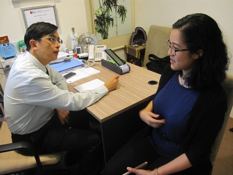 Konsultasi dan diperiksa Dokter Roger Tan