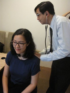 Pemeriksaan dengan stetoskop