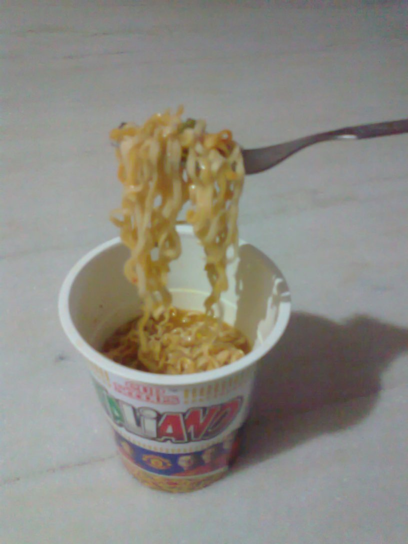Finally, somethin' foreign.. Italian noodle in a cup. A fine dinner to end the night. :)