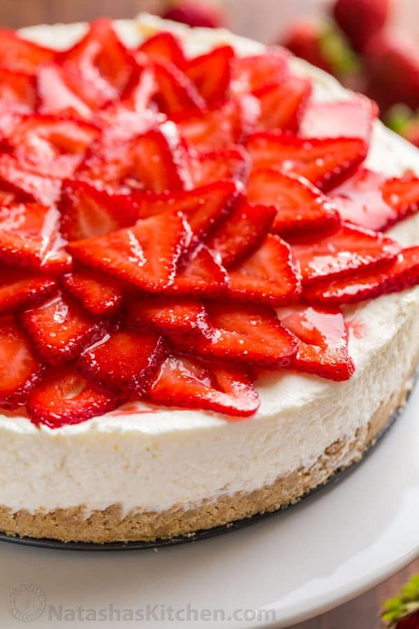 No Bake Cheesecake with Strawberries VIDEO