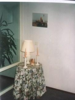 ik was zo gek op dit tafeltje met kleedje en lampje,met foto van mij en mijn vader