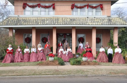 christmas-tour-docents-2010-large