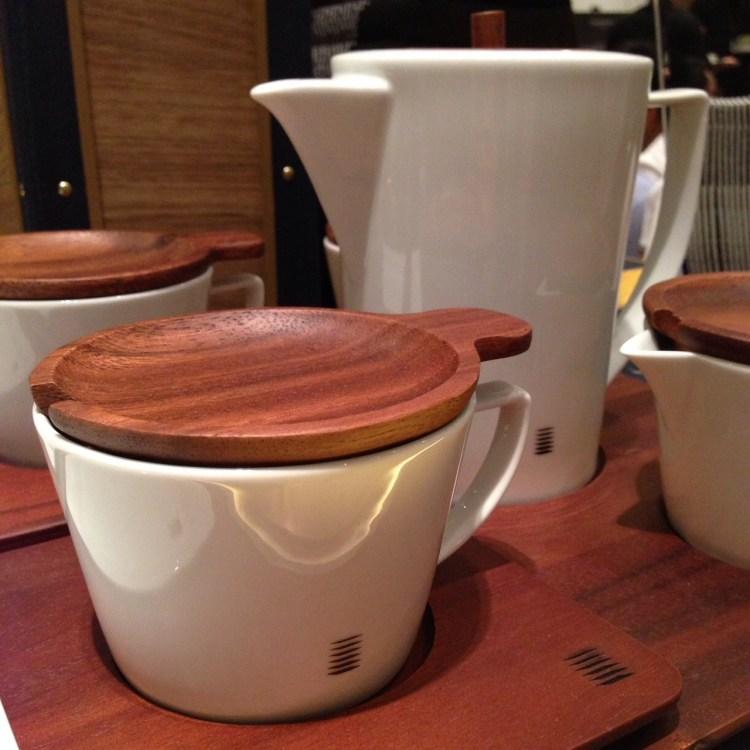 Sansiri Artisan Collection | ชุดชากาแฟไม้จามจุรีและพอร์ซเลน (Acacia-Porcelain Coffee or Tea Set)