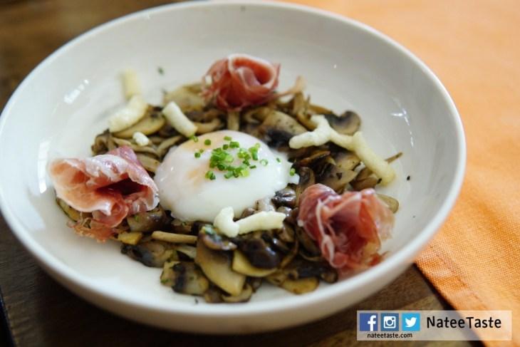 Sauteed mushroom, runny egg, truffle and ham 220 บาท