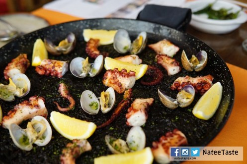 Paellas : black ink, octopus and clams 1,200 (2 คน) 2,300 (4 คน) 3,240 (6 คน)