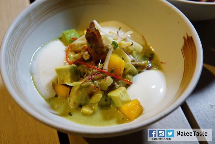 Shrimp (Mango, Avocado, Spring onion, Lime, Corn, Lemograss, Coconut) 450THB สลัดกุ้งลายเสือ อโวคาโด มะม่วงสุก และมะม่วงดิบซอยเส้นเล็กๆ คลุกกับน้ำสลัดทำจากต้นหอม ข้าวโพด ตะไคร้และมะพร้าว