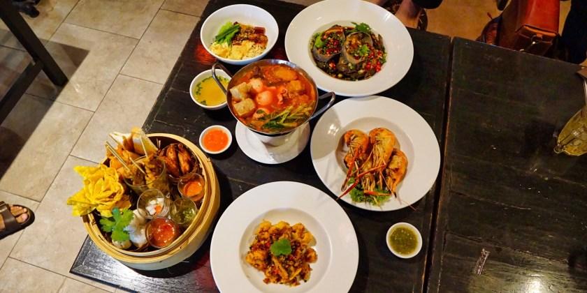 China White ร้านอาหารสตรีทฟู้ดจีนจานด่วน สไตล์ฮ่องกง