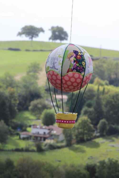 Montgolfière de décoration - Thème couture. Atelier à Villefranque (64)