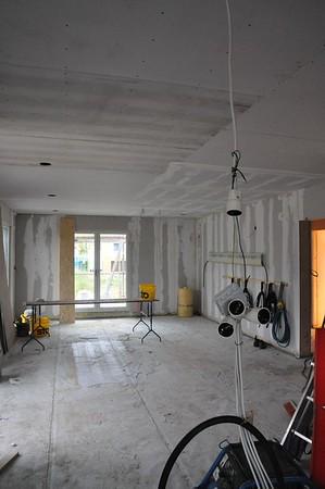 Mit geschlossenen Decken sieht das Wohnzimmer gleich ganz anders aus.