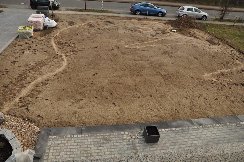 Kahler Garten, mit Sand Umrisse markiert.